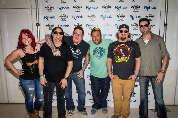 4.3.15_Uncle Kracker and band pose before Kenny Chesney Pre-Concert Pool Party Weekend_Photo Credit Erik Kabik