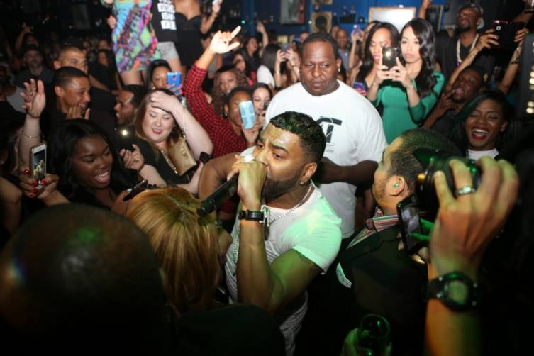 Ginuwine in the crowd at 1 OAK.