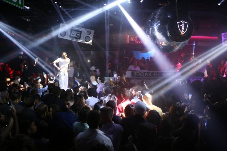 Ginuwine with crowd