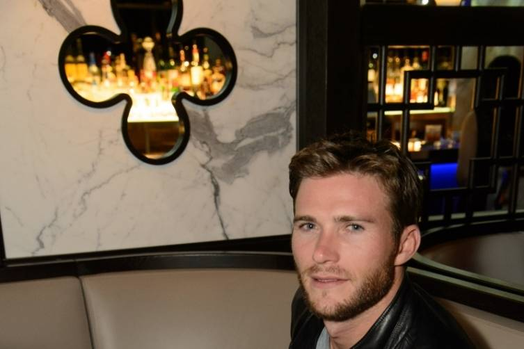 Scott Eastwood_solo_HK Restaurant