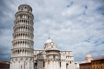 The_Leaning_Tower_of_Pisa_-leaning_towards-_Pisa_Cathedral_(Duomo_di_Pisa),_dome_of_the_Camposanto_(-Holy_Field-),_Piazza_dei_Miracoli_(-Square_of_Miracles-)._Pisa,_Tuscany,_Central_Italy