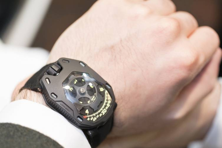 wpid-Arthur-Touchot-Urwerk-UR-105-TA-All-Black-Watch-2015-Hands-On.jpg