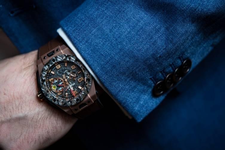 wpid-Hublot-Big-Bang-Ferrari-Carbon-Watch-Baselworld-2015-Wrist.jpg
