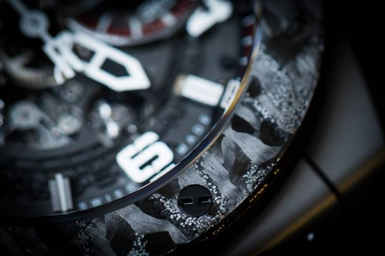 wpid-Hublot-Big-Bang-Ferrari-Carbon-Watch-Baselworld-2015-bezel-view.jpg