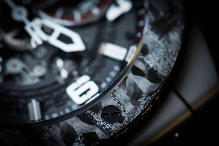 wpid-Hublot-Big-Bang-Ferrari-Carbon-Watch-Baselworld-2015-bezel-view.jpg