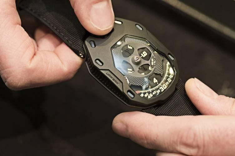 wpid-Urwerk-UR-105-TA-All-Black-Watch-2015-Hands-On.jpg