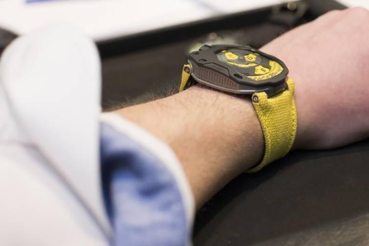 wpid-Urwerk-UR-105-TA-Black-Lemon-Watch-2015-Wrist.jpg