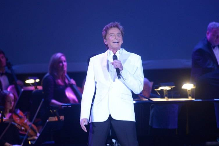 Barry Manilow performing at the Adrinne Arsht Center Gala 2015