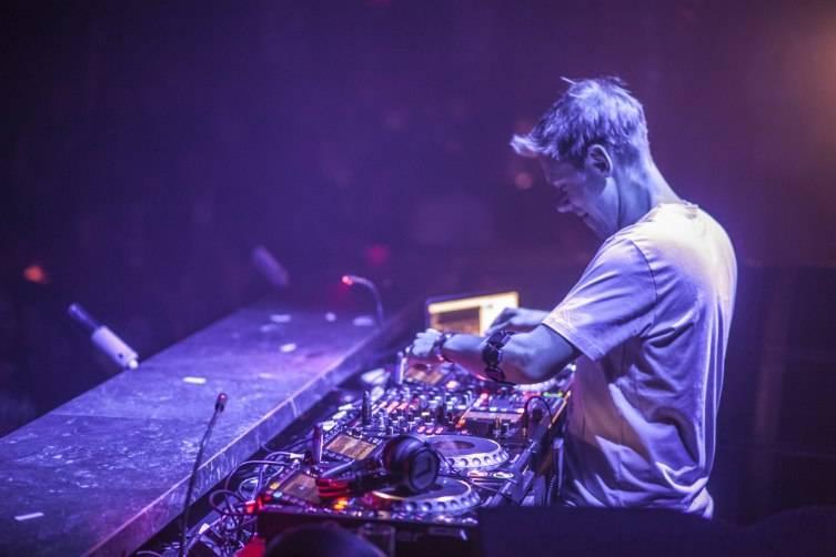 5.22.15_Armin van Buuren_OMNIA_Photo Credit Aaron Garcia
