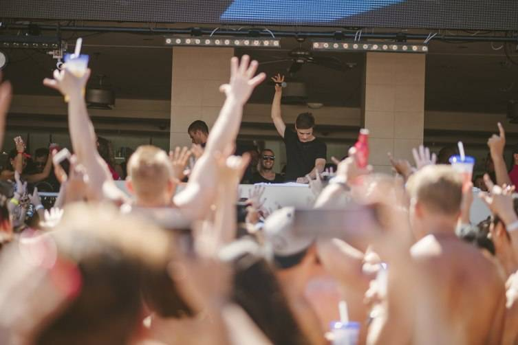 5.24.15_Martin Garrix_WET REPUBLIC_Photo Credit Aaron Garcia
