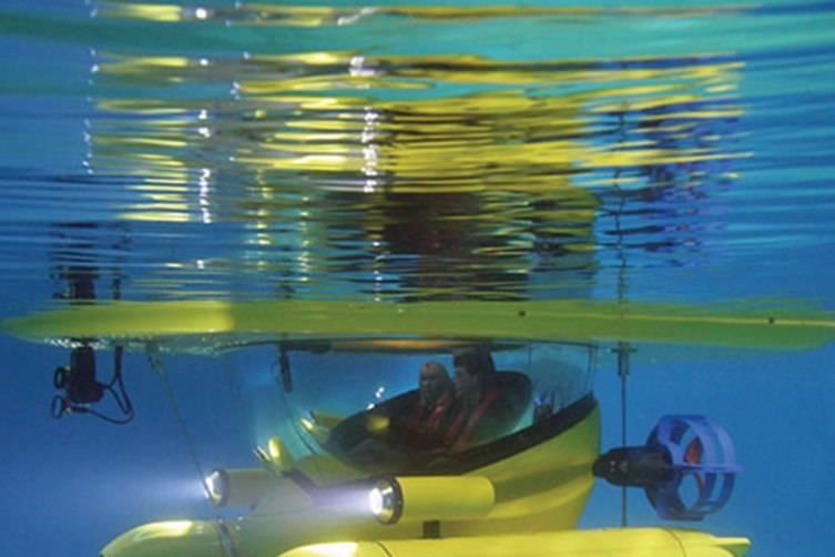 Amphibious-Sub-Surface-Watercraft-under-water