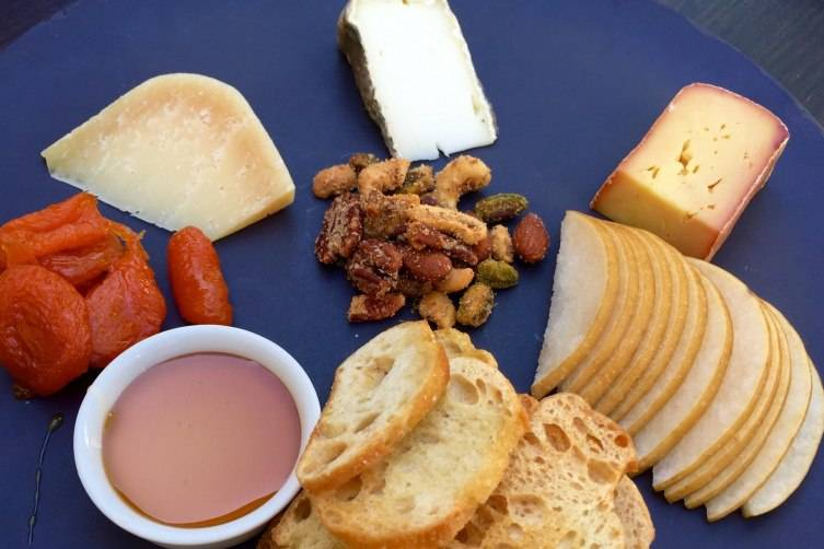 Cheese plate, pear and walnut Bostock