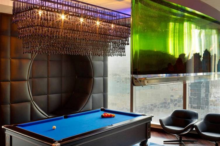 W Doha Hotel & Residences: Extreme Wow Suite Billiards