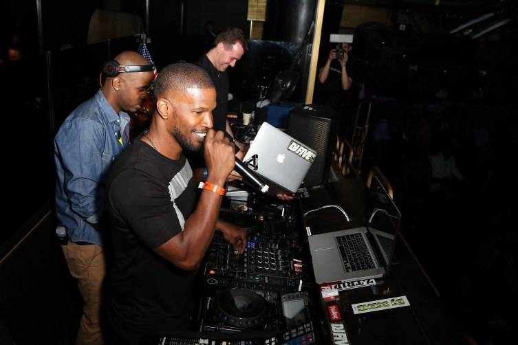 Actor/singer Jamie Foxx performs at The Bank Nightclub.