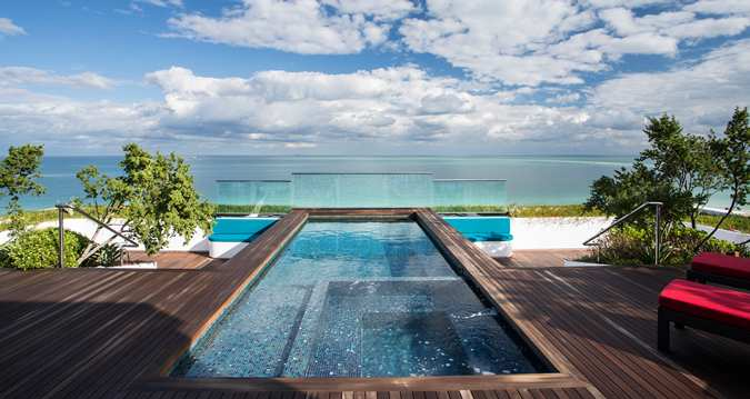 Roof top terrace with private whirlpool tub, overlooking the most magnificant view of South Beach.
