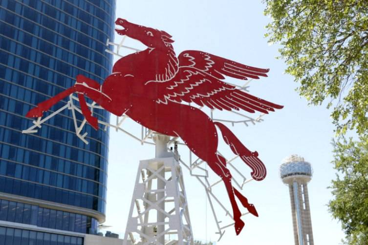 The original Pegasus , painstakingly restored, will grace the Omni Dallas Hotel