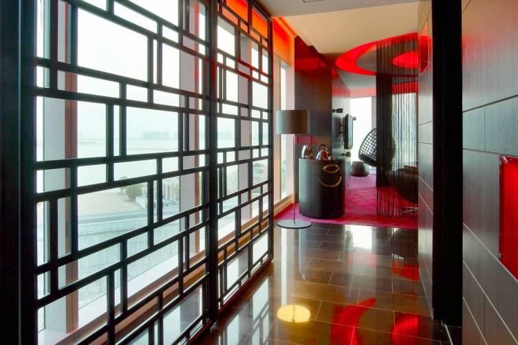 W Doha Hotel & Residences: Wow Suite Livingroom