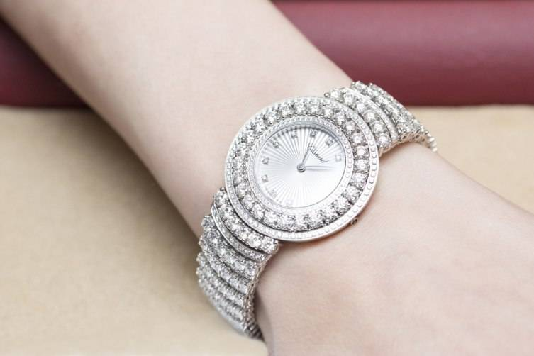 wpid-Chopard-L-Heure-du-Diamant-Pave-White-Gold-Watch-Baselworld-2015-Wrist.jpg
