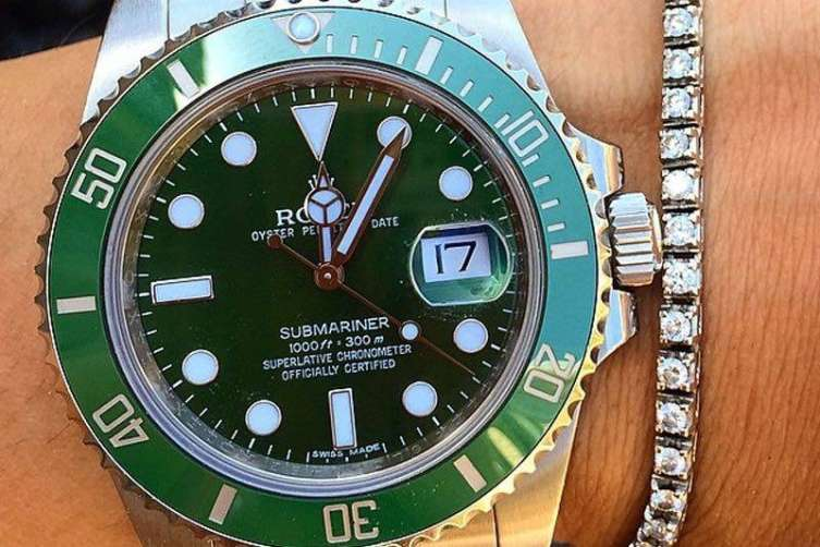 wpid-Rolex-Hulk-Submariner-Reference-116610LV-Watch-Wrist-2.jpg