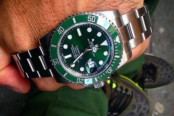 wpid-Rolex-Hulk-Submariner-Reference-116610LV-Watch-wrist-3.jpg