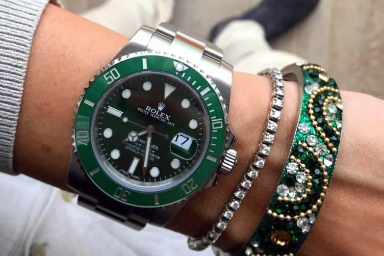 wpid-Rolex-Hulk-Submariner-Reference-116610LV-Watch-wrist-4.jpg