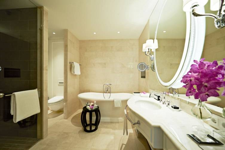 Bathroom-Royal-Suite