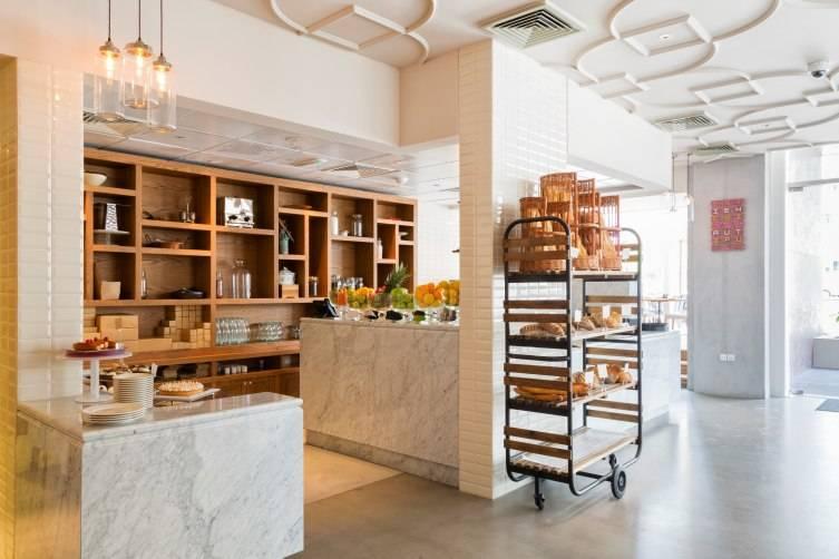 Boulangerie dessert counter