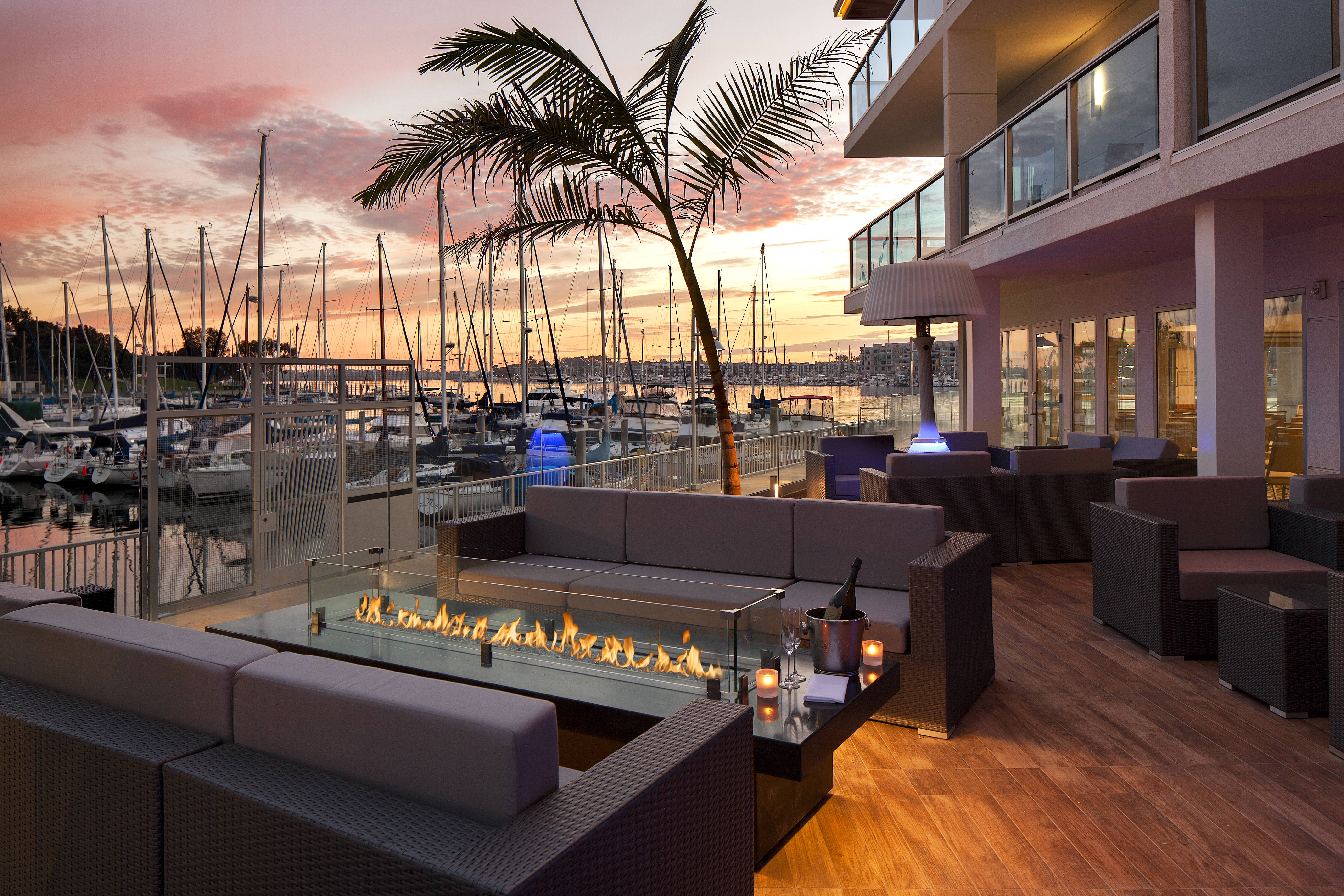 Salt marina del rey a beautiful eatery by the sea for Marina del rey living