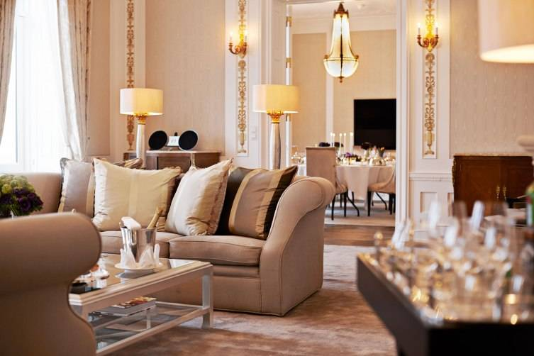 Royal-Suite-livingroom