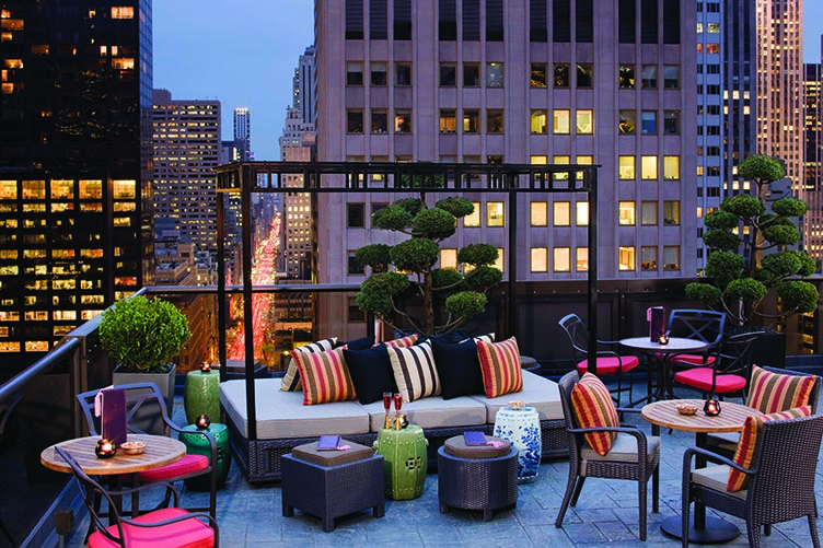 nyc 39 s best rooftop pools rooftop bars and waterside restaurants. Black Bedroom Furniture Sets. Home Design Ideas