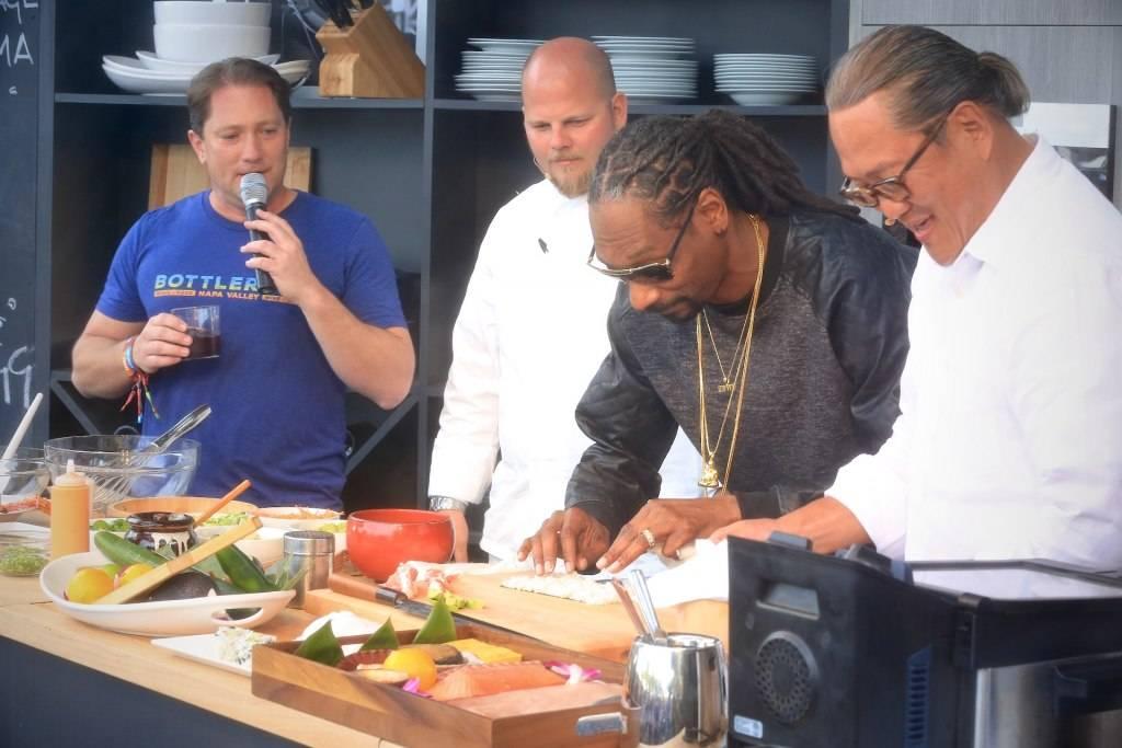 Snoop Dogg and Chef Morimoto make sushi