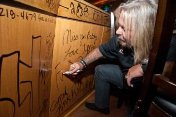 06.28.15_Vince Neil_Center Bar's Final Toast Party