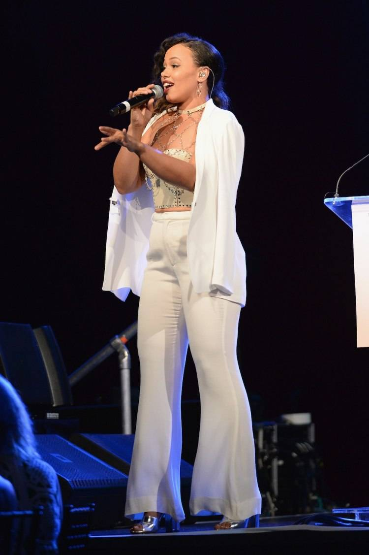 WATER MILL, NY - JULY 18:  Singer Elle Varner performs on stage at Russell Simmons' Rush Philanthropic Arts Foundation Celebrates 20th Anniversary At Annual Art For Life Benefit at Fairview Farms on July 18, 2015 in Water Mill, New York.  (Photo by Andrew Toth/Getty Images for Rush Philanthropic Arts Foundation)