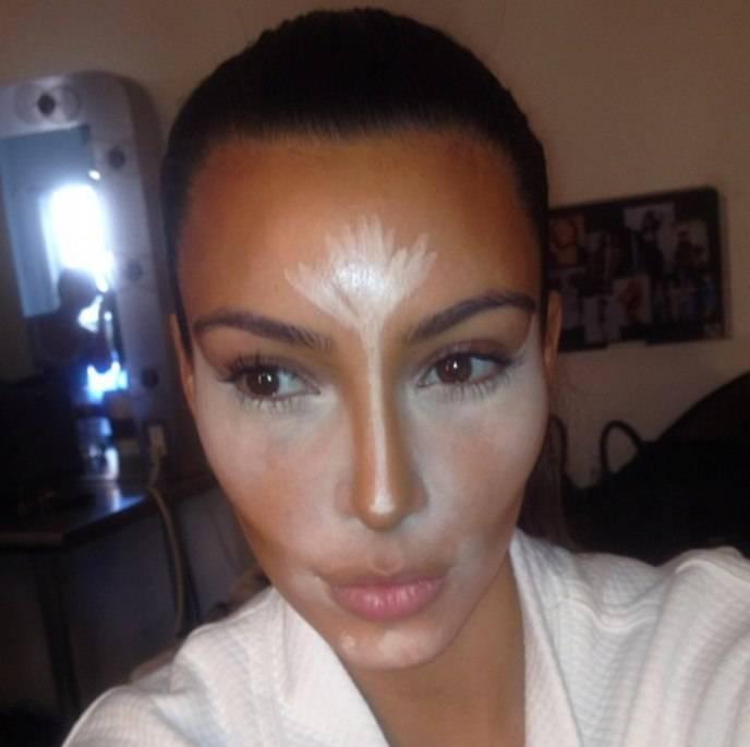 Kim Kardashian Contourning