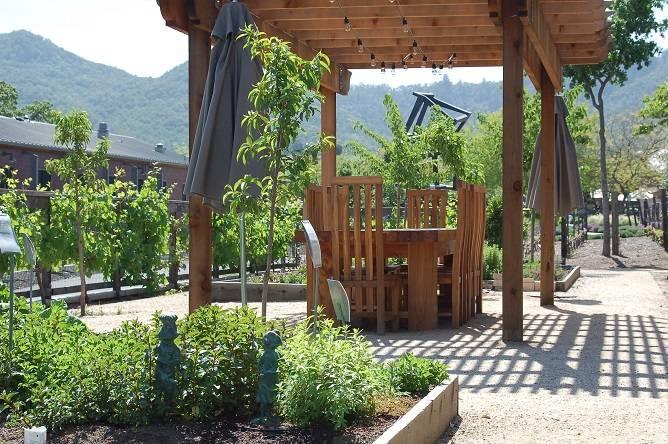 Lucy Garden table