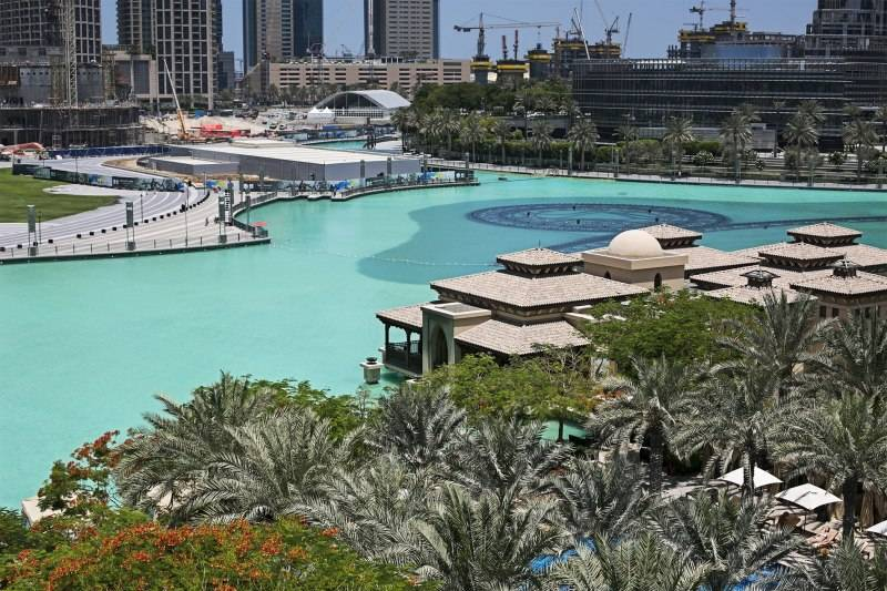 Palace-Downtown-Dubai-Pool-View-2015