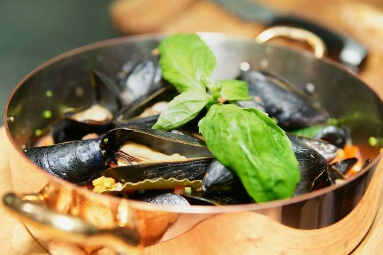 mussels-basil