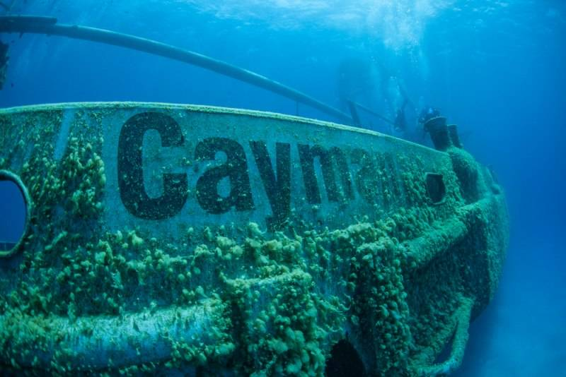 A shipwreck has been intentionally sunk as a diving and snorkeling attraction in Grand Cayman Island.