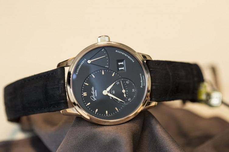 Glashu--tte-Original-PanoReserve-Black-Watch-2015