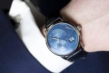 Glashu–tte-Original-PanoReserve-Blue-Watch-2015-Wrist