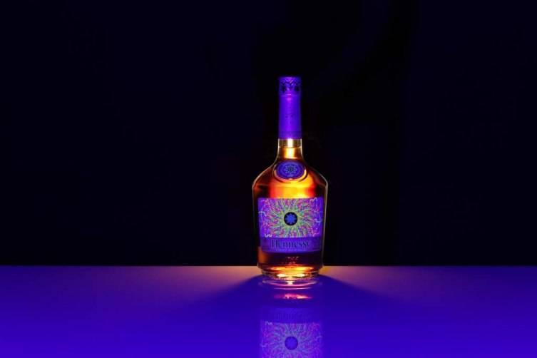 Hennessy-LEB-Black-Light-on-Black