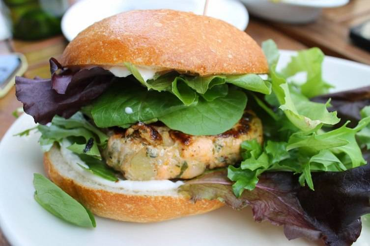 Siggy's_good_food_salmon_burger
