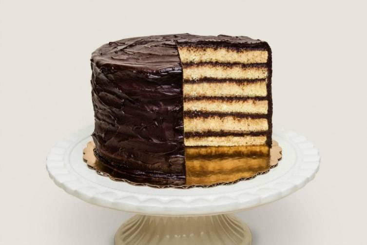 Cake Bar's classic yellow cake with chocolate frosting has just the right frosting to cake ratio.