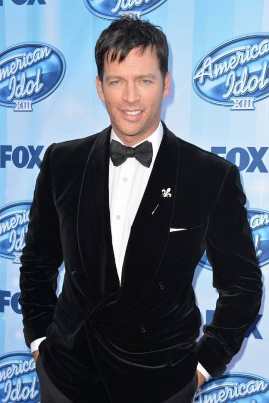 Harry Connick Jr wears  Jason of Beverly Hills pin