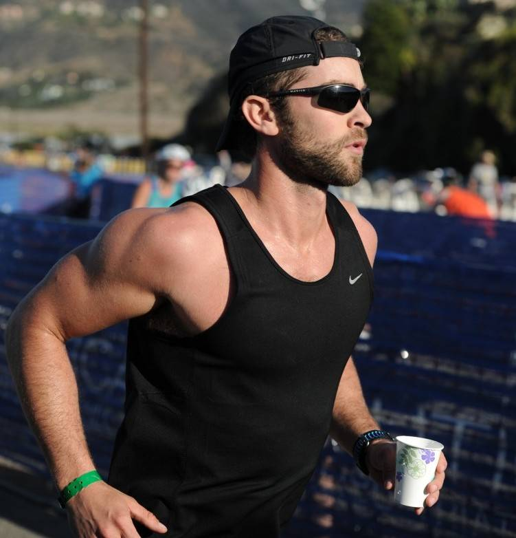 Chace Crawford running