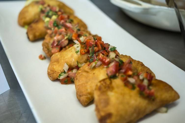 Empanadas con pebre