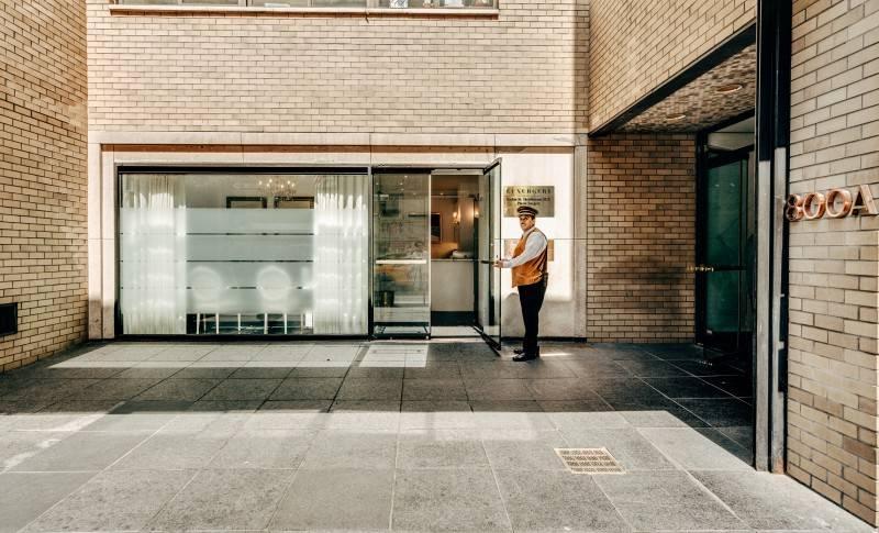 Luxurgery's front door