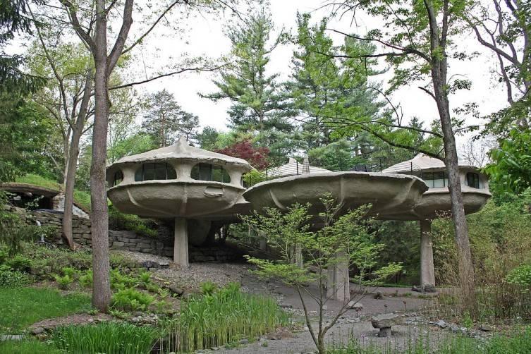 Mushroom-House-exterior