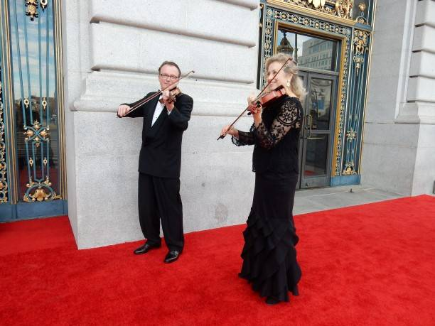 Musicians greet guests at City Hall