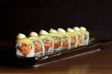Salmon Avocado Maki (1024x688)